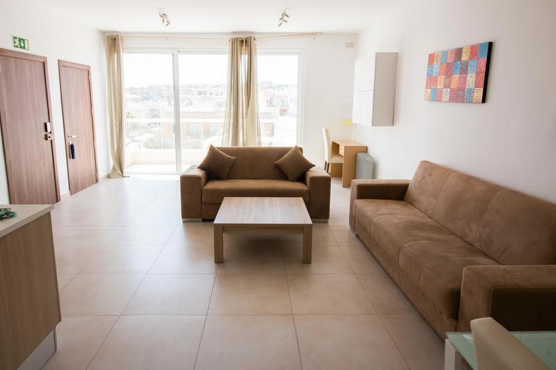 Sprachaufenthalt Malta, St. Julians - EC - Accommodation - One Bedroom Apartment - Wohnzimmer