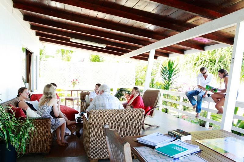 Séjour linguistique Tahiti, Puna'auia - Le Cours d'école Papara Tahiti  - Terrasse