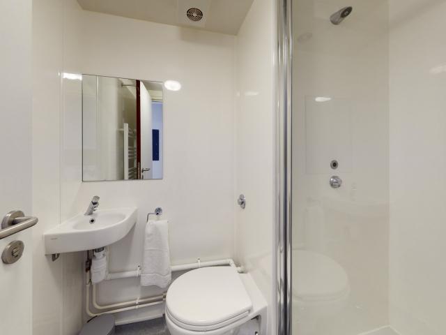 Sprachaufenthalt England, Cambridge - EC Cambridge - Accommodation - Apartment Tripos Court - Badezimmer