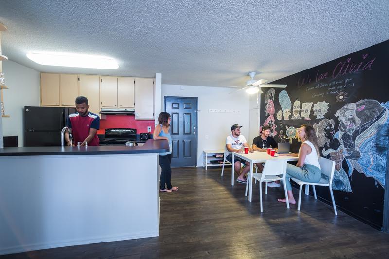 Sprachaufenthalt USA, San Diego - CEL Pacific Beach - Accommodation - Shared Apartment Superior - Wohnzimmer