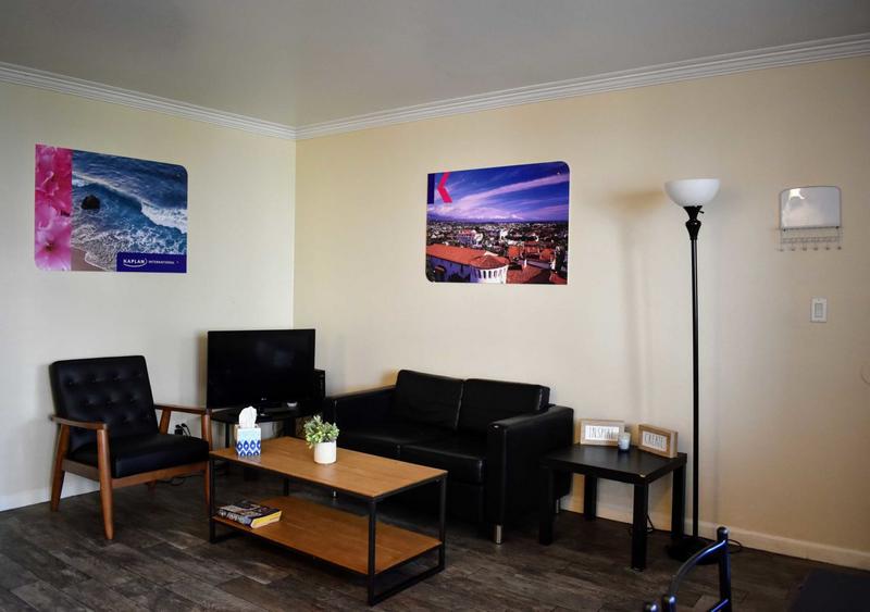 Sprachaufenthalt USA, Santa Barbara - Kaplan Santa Barbara - Accommodation - Apartment la Brezza - Wohnzimmer