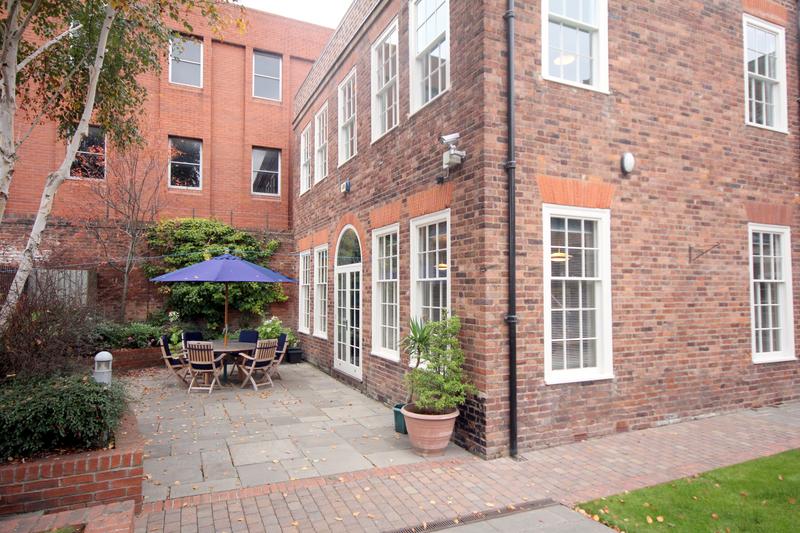 Séjour linguistique Angleterre, Worcester - Worcester School of English - Terrasse