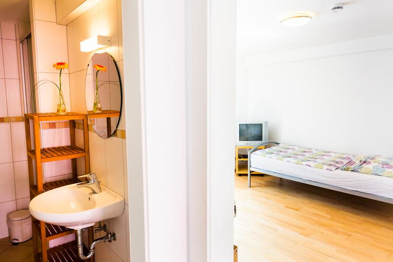 Sprachaufenthalt Deutschland, Freiburg - Alpadia Freiburg - Accommodation - Apartment Erwinstrasse - Badezimmer