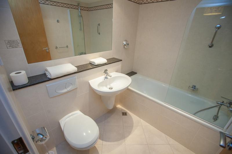 Sprachaufenthalt Irland, Galway - Atlantic Language School Galway - Accommodation - Apartment - Badezimmer