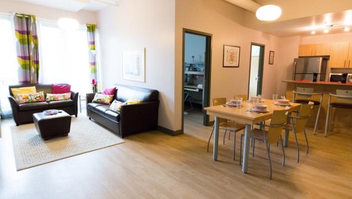 Sprachaufenthalt Kanada, Montreal - EC Montreal - Accommodation - Apartment Superior Trylon - Wohnzimmer