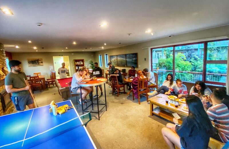 Sprachaufenthalt Neuseeland, Queenstown - ABC College of English Queenstown - Accommodation - Apartment - Shotover Lodge - Aufenthaltsraum