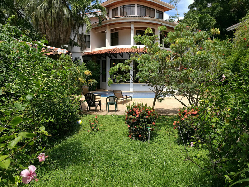 Sprachaufenthalt Costa Rica, Playa Tamarindo - WAYRA Instituto Playa Tamarindo - Accommodation - Apartment Casa Carolina - Garten