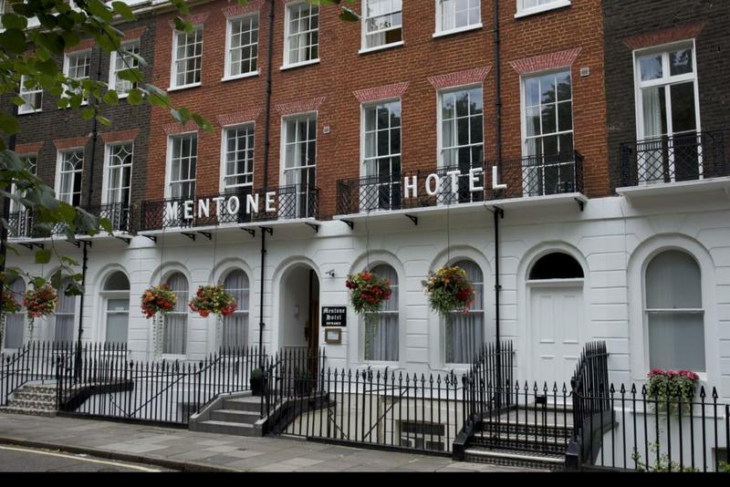 Sprachaufenthalt England, London - St Giles London Central - Accommodation - Hotel Mentone - Eingang