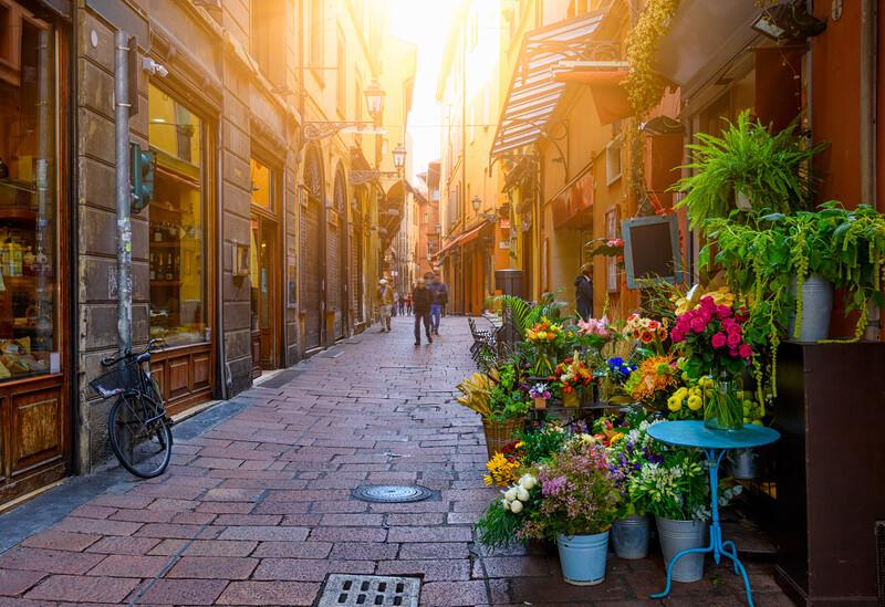 Sprachaufenthalt Italien, Bologna - Alte schmale Strasse
