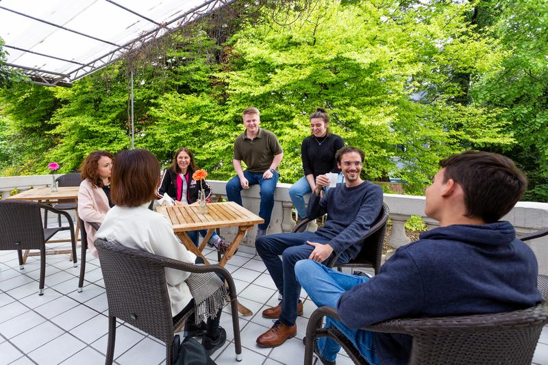 Sprachaufenthalt Deutschland, Freiburg in Breisgau -  Alpadia Language School - Terrasse