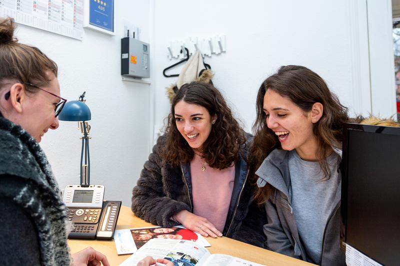 Sprachaufenthalt Deutschland, Freiburg in Breisgau -  Alpadia Language School - Rezeption