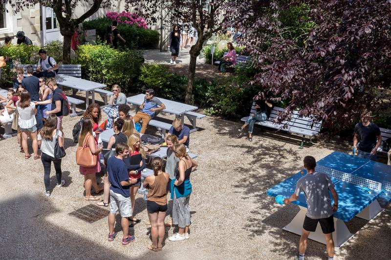 Séjour linguistique France, Tours - Institut de Touraine Tours - Terrasse