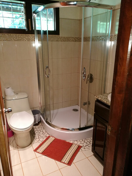 Sprachaufenthalt Costa Rica, Playa Tamarindo - WAYRA Instituto Playa Tamarindo - Accommodation - Apartment Casa el Mar - Badezimmer